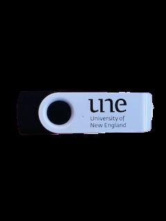 UNE USB